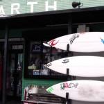サーフショップ&サーフィンスクール紹介に神奈川県横浜市のアースが登場